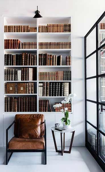 Uredjenje biblioteke u sklopu nise u zidu